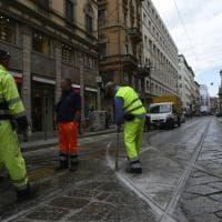 Milano, resina sui binari del tram: via Torino bloccata per ore