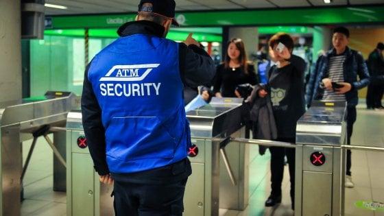 Milano, guardie giurate ai tornelli del metrò: la guerra di