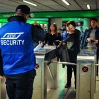 Milano, guardie giurate ai tornelli del metrò: la guerra di Atm ai furbetti