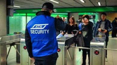 Milano, guardie giurate ai tornelli del metrò: la guerra di Atm ai furbetti del biglietto