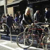 Milano in bici, ecco la prima rastrelliera pubblica pagata da un privato