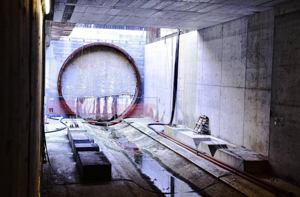 Milano, apre il cantiere della Blu in piazza Frattini: tutti in coda per vedere i lavori della M4