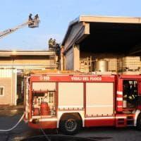 Esplosione nella ditta di solventi nel Milanese: operaio di 38 anni ustionato a volto e torace