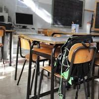 Lodi, spray al peperoncino sui banchi di scuola: 13 studenti delle medie intossicati