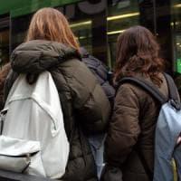 Milano, sedicenne reagisce al molestatore: si difende con la cartella e lo fa arrestare