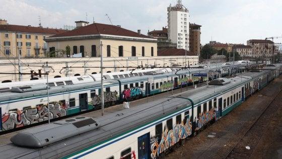 Milano-Mortara, treni cancellati, guasti e ritardi: due giorni da incubo per i pendolari