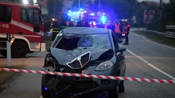 Monza, a piedi dopo il ritiro della patente: due 30enni travolti e uccisi da un'auto guidata da 21enne ubriaca