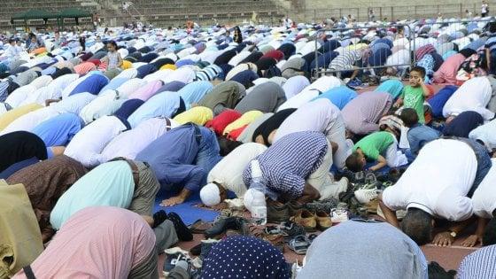 """Legge anti-moschee, il tar della Lombardia: """"Viola i diritti dei fedeli"""" e invia gli atti alla Consulta"""