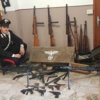 Mitragliatrici dei nazisti, spade della Wehrmacht e altre armi da guerra: l'arsenale di due cognati di Brescia