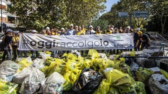 """Milano, """"#Oggiraccolgoio, via i rifiuti dai nostri parchi"""": tutti in strada, puliamo noi"""