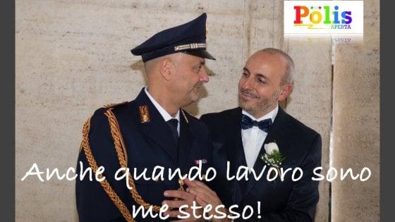 """Coming out day, gli omosessuali in divisa denunciano: """"Censurati dal ministero, vietate le foto per la campagna web"""""""