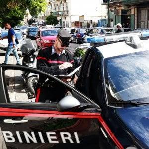 Milano, 5 donne picchiate e derubate in poche ore: presi i rapinatori della Bmw