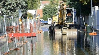 Foto  Tubo rotto ad Affori:  la strada diventa una piscina