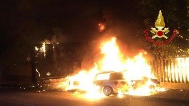 Tragedia nella notte: 2 auto si schiantano contro un Tir, morte carbonizzate 2 persone