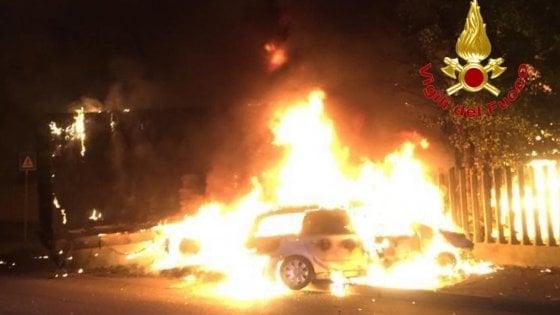Milano, tragedia nella notte: 2 auto contro un Tir, morte carbonizzate 2 persone