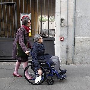 Pavia non è una città per disabili: la denuncia dell'Aila arriva in Procura