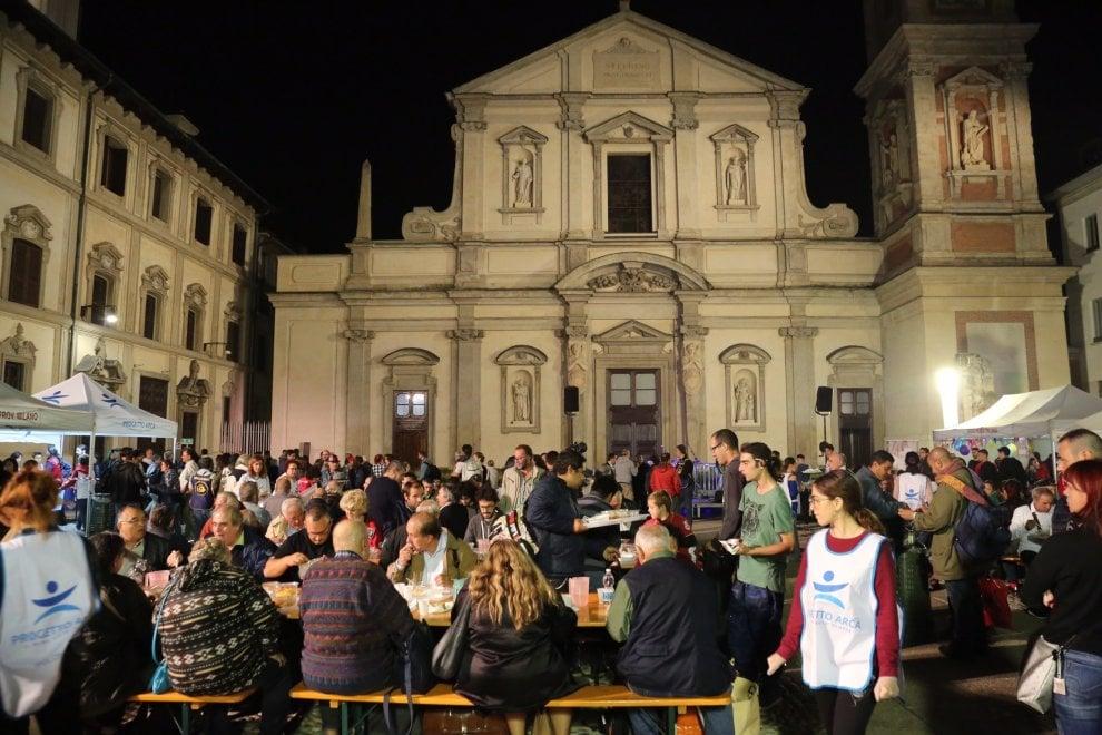 La Milano solidale che dorme con i clochard