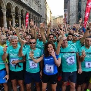 Dal Duomo all'Arena: la carica dei 40mila della Deejay Ten nel centro di Milano