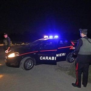 Cremona: fuga a 200 all'ora nella notte, l'auto dei ladri finisce fuori strada