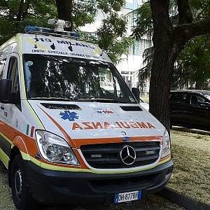 Monza, ubriaco in auto con i figli piccoli si scontra con una moto: morto il centauro