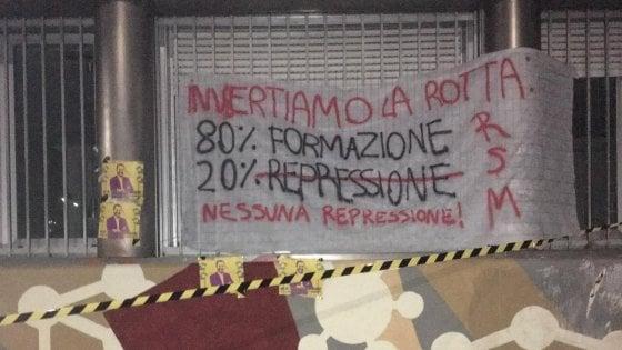 """Controlli antidroga nelle scuole, a Milano la protesta degli studenti: """"No alla repressione"""""""