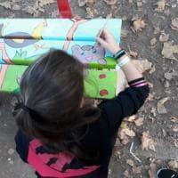 Desio, svastiche e bestemmie sulla panchina della IV elementare: i bambini la ridipingono