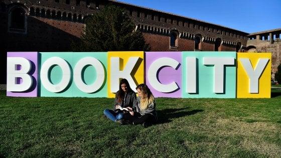 Milano, dal Castello alle periferie: torna BookCity, 1.300 incontri con i libri