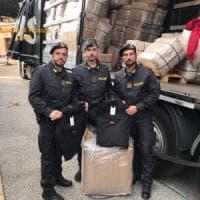 Como, maxi-sequestro alla dogana: 13mila giubbotti contraffatti