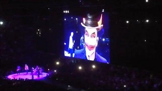 Pure Bono attacca la Lega. Il VIDEO del diavolo che vota Salvini