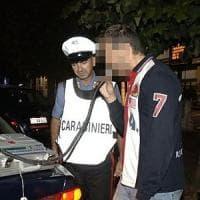 Pavia, ubriaco alla guida fermato per un controllo insulta i carabinieri: denunciato