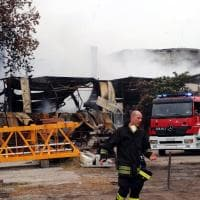 Rogo al capannone di rifiuti alla Bovisasca: al termine le operazioni di spegnimento
