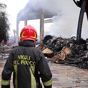 """Incendio nel deposito alla Bovisasca, l'Arpa: """"Nessun allarme diossina"""""""