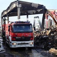 Milano, rogo alla Bovisasca, i vigili del fuoco: