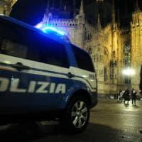 Milano, borseggio in diretta sotto gli occhi dell'agente in borghese: arrestate
