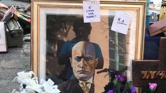 Buccinasco, quadro che inneggia a Mussolini al mercatino del