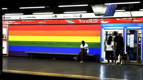 Milano, il Popolo della famiglia di Adinolfi contro il metrò