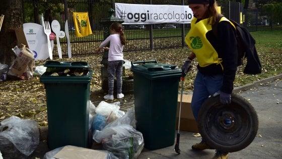 #oggiraccolgoio a Milano, con Repubblica e Legambiente a pulire i giardini: nei sacchi 370 chili di rifiuti