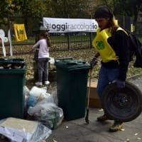 #oggiraccolgoio a Milano, con Repubblica e Legambiente a pulire i giardini: