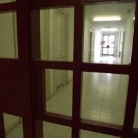 """Bergamo, visita parenti con """"sorpresa"""": porta al figlio in carcere 2 polli farciti di..."""