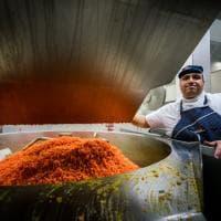 """Nel """"gigante"""" di via Sammartini si preparano pasti per 70 scuole della città"""