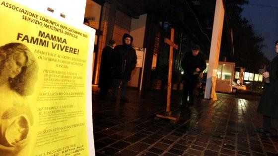 """La mozione anti-aborto di Verona arriva anche a Milano: la presenta Fi, il Pd: """"Grave provocazione"""""""