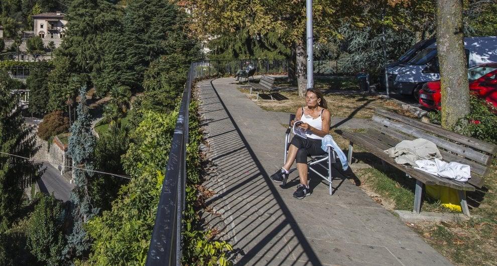 Caldo record, 31 gradi a fine ottobre: a Bergamo si sta in canotta e pantaloncini