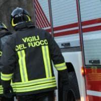 Autobus prende fuoco mentre esce dal deposito nel Milanese: illeso l'autista
