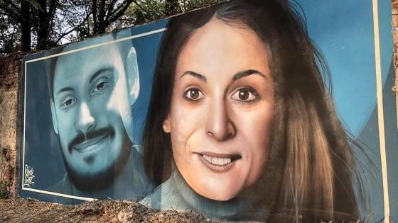 """Milano, Giulio Regeni e Valeria Solesin insieme nel murale: """"I loro sorrisi una sfida alla morte"""""""