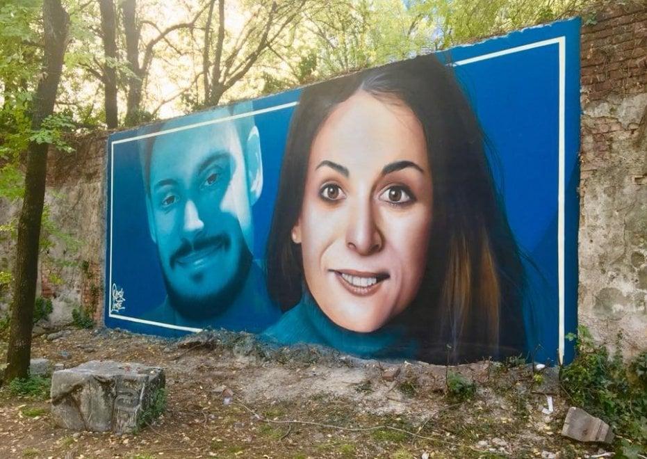 Milano, i sorrisi di Giulio Regeni e Valeria Solesin risplendono in un murale