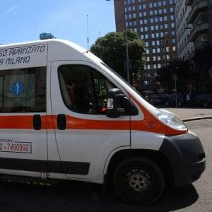 Milano, incidente mortale in via Melchiorre Gioia: sbanda e si schianta con lo scooter