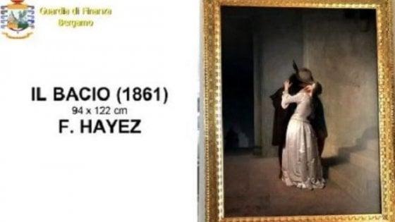 """Bergamo: sequestrate a imprenditore opere d'arte per 25 milioni, c'è anche il """"Bacio"""" di Hayez"""
