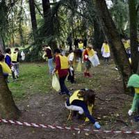 #oggiraccolgoio, cento bimbi puliscono il Parco Sempione di Milano