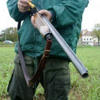 Brescia, bracconiere denunciato: nascondeva 1.140 uccelli selvatici protetti