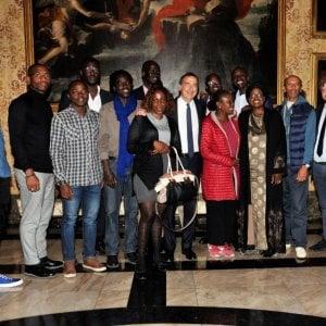 """Beppe Sala incontra gli africani di Milano: """"Non esistono migranti di serie B"""""""